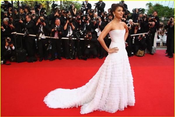 Hành trình 16 năm hóa nữ thần thảm đỏ Cannes của Hoa hậu Aishwarya Rai - Ảnh 14.