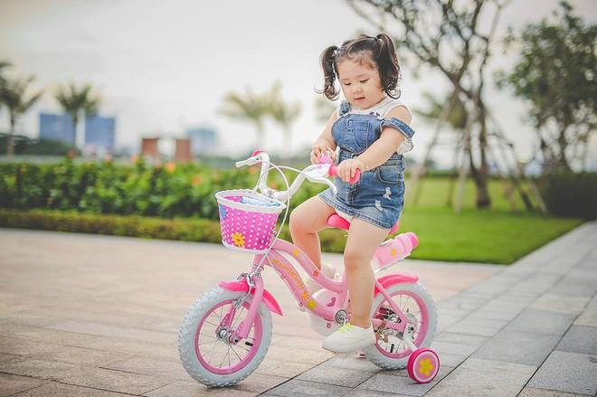Đây chính là cô Ba Sài Gòn phiên bản 2,5 tuổi cưng hết sảy khiến dân mạng phát cuồng - Ảnh 30.