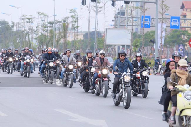 Một lần nữa, MC Anh Tuấn lại gây xúc động khi chạy chiếc xe của Trần Lập dẫn đoàn diễu hành trên phố - Ảnh 4.