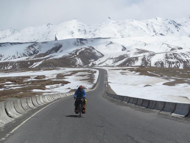 Hành trình 291 ngày, 15.000km, 11 quốc gia, 1 lần suýt chết, và cái kết có hậu của cô gái đạp xe từ Việt Nam - Ảnh 4.