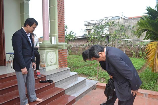 Đại sứ Nhật Bản đến gia đình bé gái người Việt bị sát hại nói lời xin lỗi - Ảnh 4.