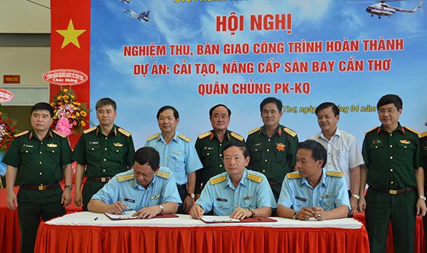Trực thăng quân sự Trung đoàn 917 chính thức chuyển từ Tân Sơn Nhất về Cần Thơ - Ảnh 2.