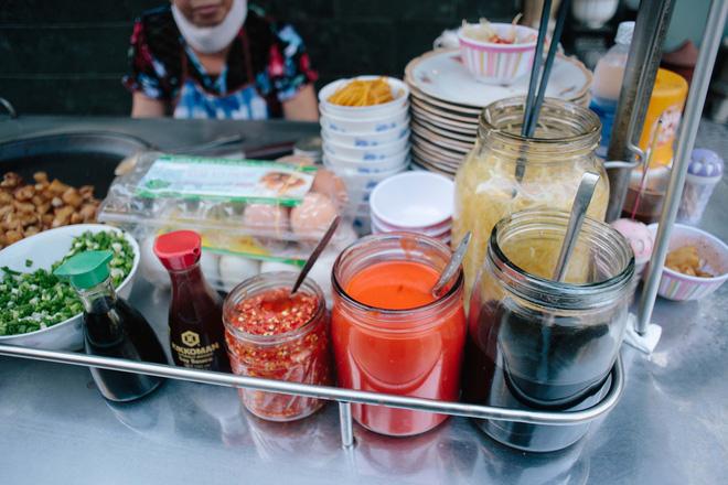 Chiều Sài Gòn lộng gió, ghé hẻm Cheo Leo ăn dĩa bột chiên giản dị mà gây nhớ gây thương suốt 43 năm - Ảnh 4.