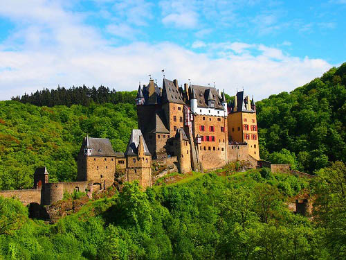 10 tòa lâu đài mang vẻ đẹp cổ tích vượt thời gian nổi tiếng khắp thế giới - Ảnh 4.