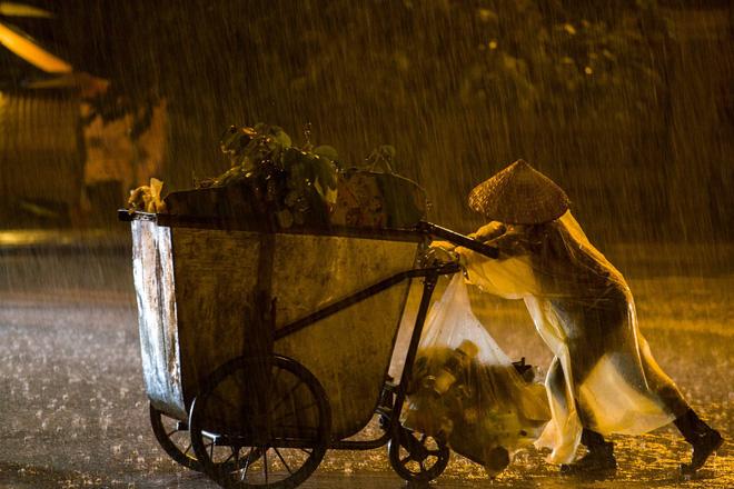 Những bức ảnh tuyệt đẹp này sẽ khiến bạn nhận ra, trong mưa, cuộc đời vẫn dịu dàng đến thế - Ảnh 4.