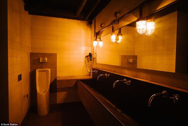 Khách sạn nhà tù ở Bangkok, nơi bạn phải trả tiền để được ngủ sau song sắt mỗi đêm - Ảnh 4.