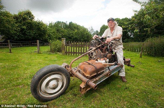 Xem cách người đàn ông này độ ôtô thành xe máy để thoát khỏi sa mạc trong 12 ngày - Ảnh 3.