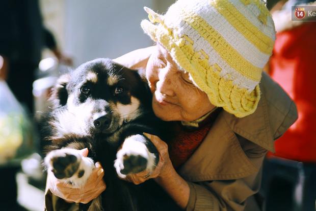 Hồng nhan thời trẻ nhưng về già chẳng chồng con, cụ bà 83 tuổi bầu bạn với thú hoang nơi phố núi Đà Lạt - Ảnh 5.