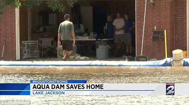 Mỹ: Ngôi nhà ở Houston vẫn sừng sững khô ráo giữa trận lũ lịch sử Harvey nhờ hệ thống đập tự xây giá 18.000 USD - Ảnh 4.