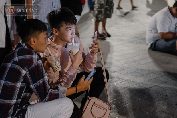 Phỏng vấn nhanh: Giới trẻ lấy tiền đâu uống trà sữa? - Ảnh 5.