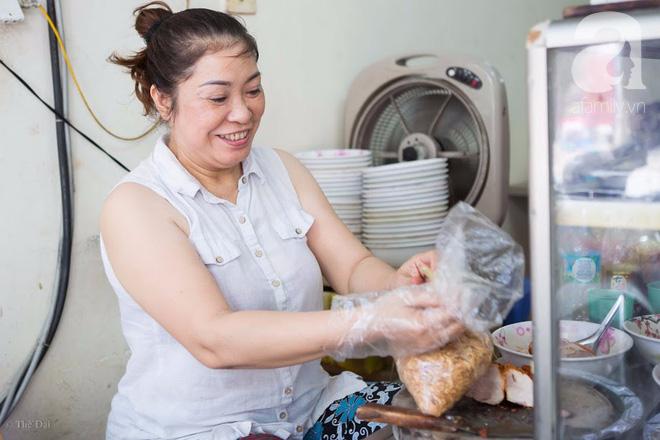 Có một tiệm mì vằn thắn gia truyền 3 đời, ăn là nghiện, không thử là thiệt ở Hà Nội, bạn đã biết chưa? - Ảnh 4.