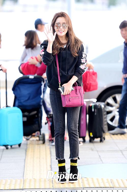 Kim Hee Sun cùng diễn viên gạo cội của Sắc đẹp ngàn cân bất ngờ đến Đà Nẵng nghỉ dưỡng - Ảnh 5.