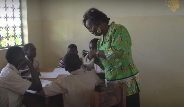 Từ khắp các châu lục, 10 thầy cô giáo đáng kính này đã thay đổi cuộc đời bao thế hệ học sinh - Ảnh 4.