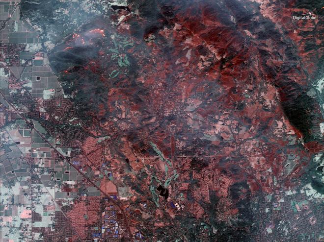 Mỹ: Toàn cảnh vụ cháy rừng khủng khiếp tại California qua những bức ảnh vệ tinh - Ảnh 4.