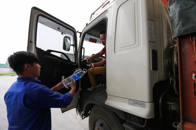 Cây xăng Việt đã cúi chào, tặng nước miễn phí cho khách trước cả khi cây xăng Nhật đến Hà Nội - Ảnh 4.