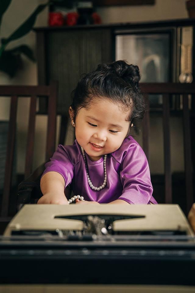 Đây chính là cô Ba Sài Gòn phiên bản 2,5 tuổi cưng hết sảy khiến dân mạng phát cuồng - Ảnh 4.