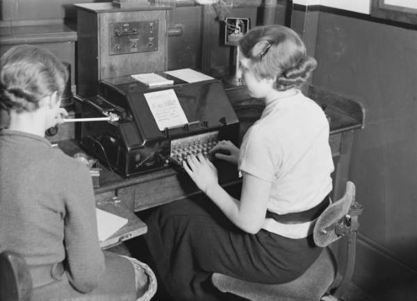 Vì sao bàn phím lại được xếp theo kiểu QWERTY mà không phải ABCDE? - Ảnh 4.