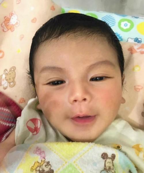 Em bé sơ sinh đẹp từ 'trong trứng' và chân dung bố mẹ càng làm cư dân mạng 'choáng' hơn - Ảnh 4.