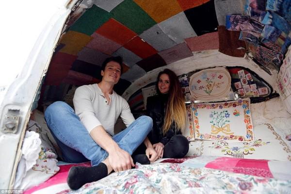 Khách sạn nhỏ nhất thế giới ẩn nấp trong 'con bọ' Volkswagen - Ảnh 4.