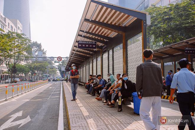 """Cận cảnh trạm xe buýt 8,5 tỷ đồng, """"sang chảnh"""" nhất trung tâm Sài Gòn và có nhà vệ sinh thông minh - Ảnh 4."""