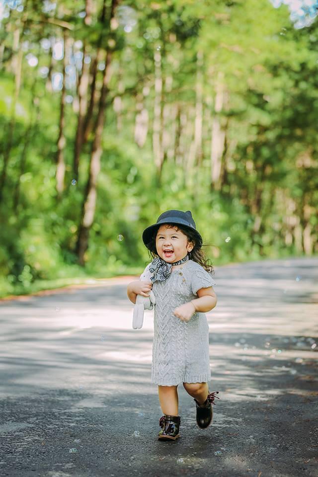 Đây chính là cô Ba Sài Gòn phiên bản 2,5 tuổi cưng hết sảy khiến dân mạng phát cuồng - Ảnh 34.