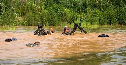 Trải nghiệm khắc nghiệt cùng chương trình huấn luyện của lực lượng đặc nhiệm Nga - Ảnh 7.