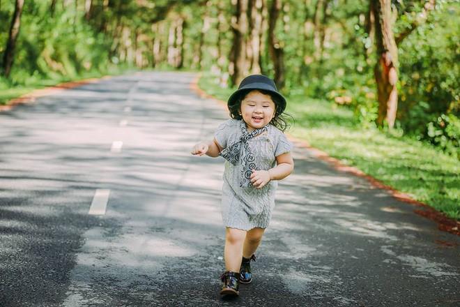 Đây chính là cô Ba Sài Gòn phiên bản 2,5 tuổi cưng hết sảy khiến dân mạng phát cuồng - Ảnh 35.