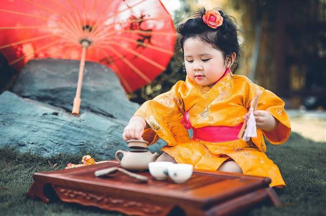 Đây chính là cô Ba Sài Gòn phiên bản 2,5 tuổi cưng hết sảy khiến dân mạng phát cuồng - Ảnh 36.