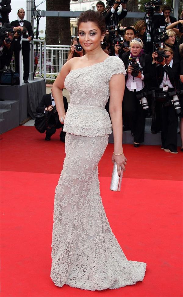 Hành trình 16 năm hóa nữ thần thảm đỏ Cannes của Hoa hậu Aishwarya Rai - Ảnh 19.
