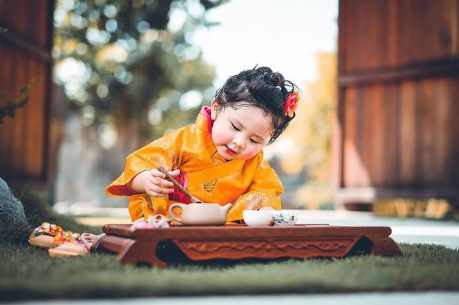 Đây chính là cô Ba Sài Gòn phiên bản 2,5 tuổi cưng hết sảy khiến dân mạng phát cuồng - Ảnh 39.