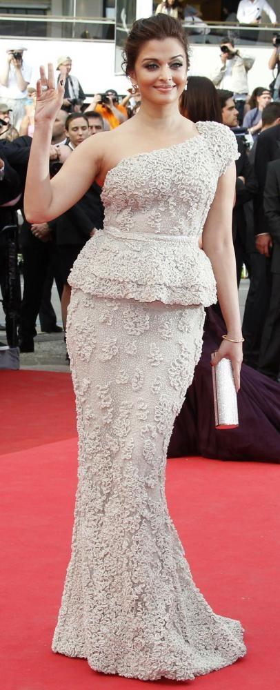 Hành trình 16 năm hóa nữ thần thảm đỏ Cannes của Hoa hậu Aishwarya Rai - Ảnh 20.