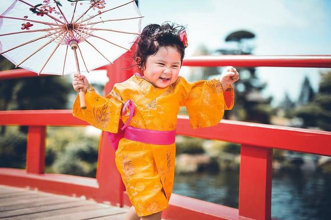 Đây chính là cô Ba Sài Gòn phiên bản 2,5 tuổi cưng hết sảy khiến dân mạng phát cuồng - Ảnh 40.