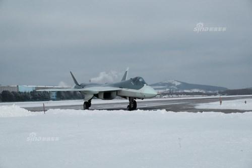 Lộ diện nguyên mẫu mới nhất của siêu tiêm kích Sukhoi T-50 - Ảnh 4.