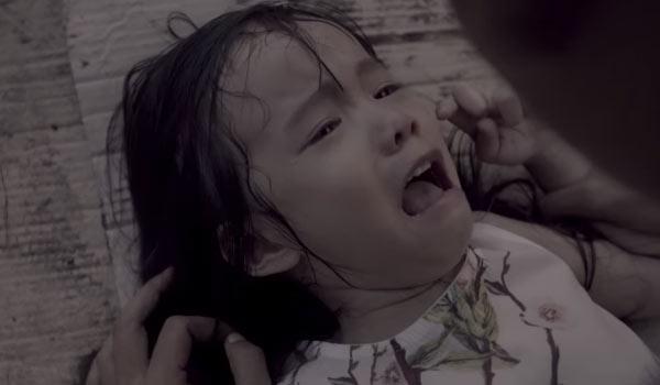Cha mẹ nào cũng cần xem clip 12 phút ám ảnh này: Đứa trẻ bị bắt cóc bởi kẻ ấu dâm trong tích tắc - Ảnh 6.