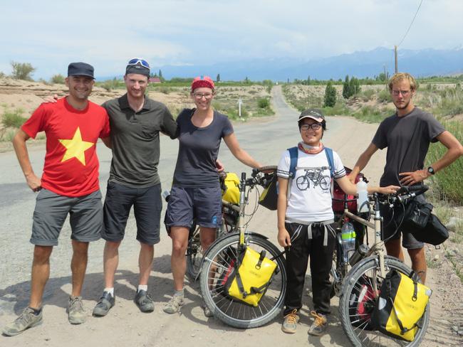 Hành trình 291 ngày, 15.000km, 11 quốc gia, 1 lần suýt chết, và cái kết có hậu của cô gái đạp xe từ Việt Nam - Ảnh 5.