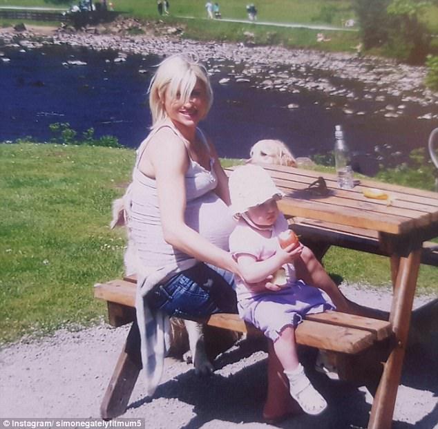 Đẹp quá cũng là cái tội: Mẹ 5 con bị nghi ngờ giả mang bầu vì có thân hình quá nuột - Ảnh 5.