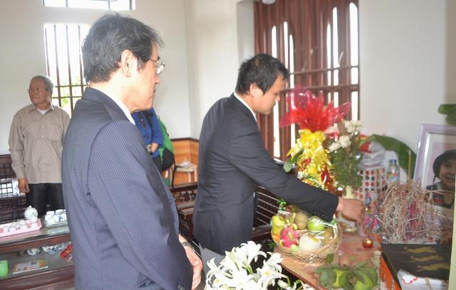 Đại sứ Nhật Bản đến gia đình bé gái người Việt bị sát hại nói lời xin lỗi - Ảnh 5.