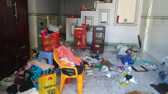 Khách trọ nữ ở bẩn nhất Vịnh Bắc Bộ: ra đi bỏ lại sau lưng nhà tắm mốc meo, đen kịt - Ảnh 5.