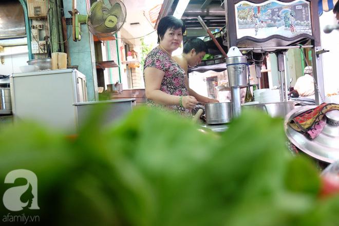 Ở Sài Gòn mà chưa xem xiếc mì, chưa ăn tô sủi cảo Thiệu Ký, bạn vẫn chưa hưởng hết lạc thú chánh hiệu Sài Gòn - Ảnh 5.