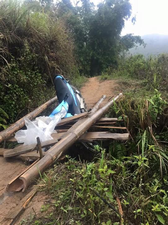 Hình ảnh lay động của cô giáo vùng cao ngã trên đường đến trường - Ảnh 5.