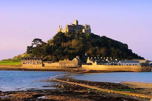10 tòa lâu đài mang vẻ đẹp cổ tích vượt thời gian nổi tiếng khắp thế giới - Ảnh 5.