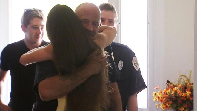 Tặng bữa sáng cho lính cứu hỏa, cô gái không ngờ sự đền đáp tiếp nối mang lại cho mình một món quà bất ngờ - Ảnh 5.