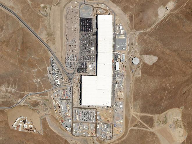 Elon Musk chia sẻ video về ngựa hoang vẫn sống ngay bên cạnh nhà máy khổng lồ Gigafactory - Ảnh 4.