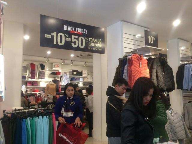 Cửa hàng thời trang, siêu thị giảm giá sâu ngày Black Friday  - Ảnh 5.
