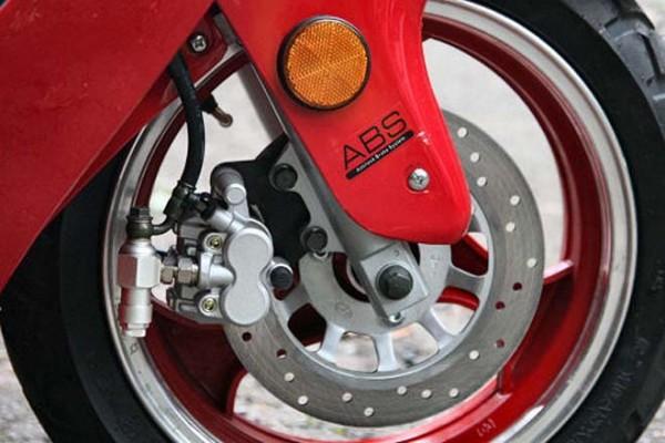 Đi xe máy bạn nhất định phải biết những cách phanh xe 'chuẩn không cần chỉnh' này - Ảnh 5.