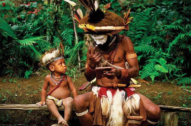 Chuyện yêu thú vị ở đảo quốc nữ quyền: Cứ đến mùa khoai, phụ nữ lại đi săn trai, có những căn lều để ngoại tình thoải mái - Ảnh 4.