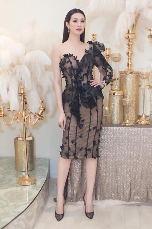 Vượt mặt hoa hậu, á hậu, đây là nữ diễn viên mặc gợi cảm ở mọi thảm đỏ 2017 - Ảnh 5.