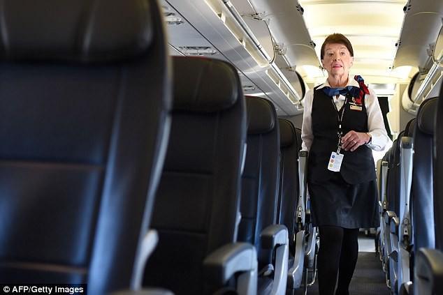 81 tuổi vẫn làm tiếp viên hàng không, cụ bà được mệnh danh Nữ hoàng của bầu trời - Ảnh 5.