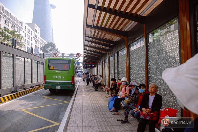 """Cận cảnh trạm xe buýt 8,5 tỷ đồng, """"sang chảnh"""" nhất trung tâm Sài Gòn và có nhà vệ sinh thông minh - Ảnh 5."""