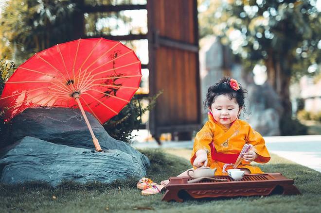 Đây chính là cô Ba Sài Gòn phiên bản 2,5 tuổi cưng hết sảy khiến dân mạng phát cuồng - Ảnh 41.